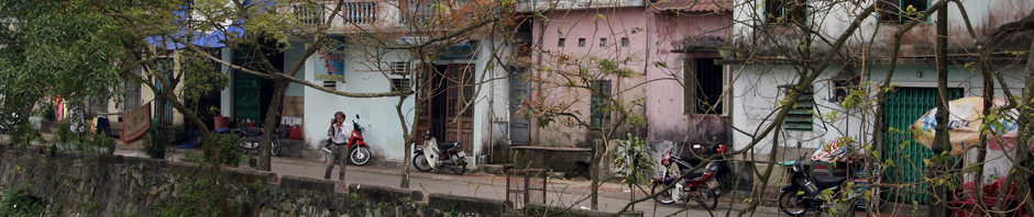 2011-Apr-Vietnam-005-Hue-Am_Burggraben_der_Kaiserstadt