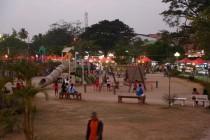 Spielplatz mit Nachtmarkt