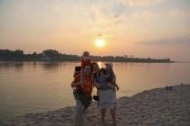 Wir vor der untergehenden Sonne