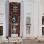 Urnen und Grabmäler
