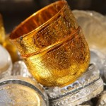 Goldener Becher