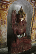 Roter Buddha