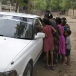 Kinderbelagerung im Auto