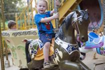 Luca auf dem Karussell