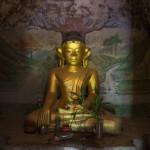 Buddha mit Wandmalerei