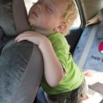 Luca beim Autofahren eingeschlafen