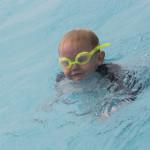 Luca schwimmt